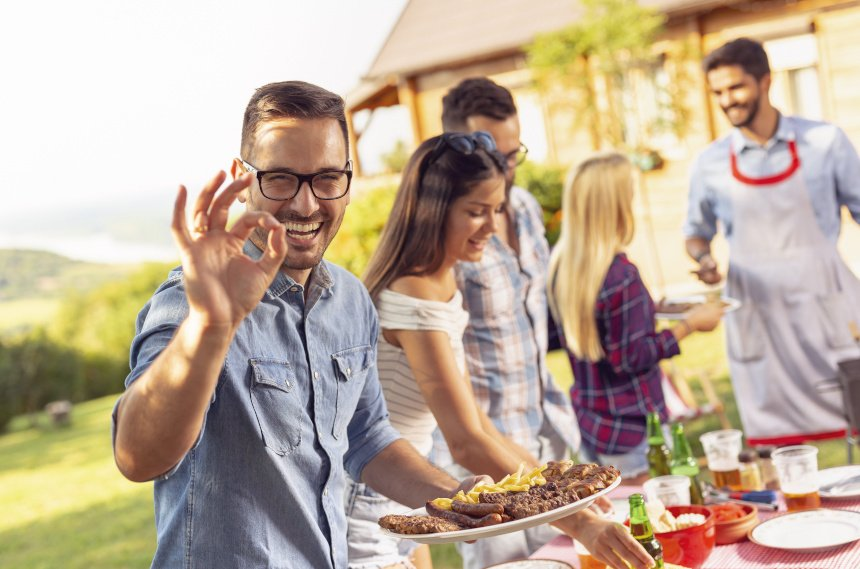 Wer das Fleisch selber mariniert, kann seine Gäste mit kreativen Geschmacksrichtungen überraschen.